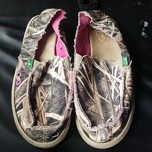 Pink and camo Sanuk shoes